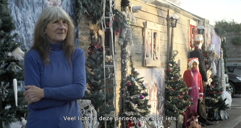 Kerstlichtjes verschenen vroeger dan anders en staan er nu nog: 'Ik vind dat goed als de mensen zich daardoor beter voelen'